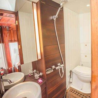 Badezimmer mit Dusche 2